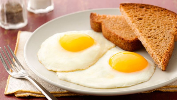 2 sunny side up eggs and toast